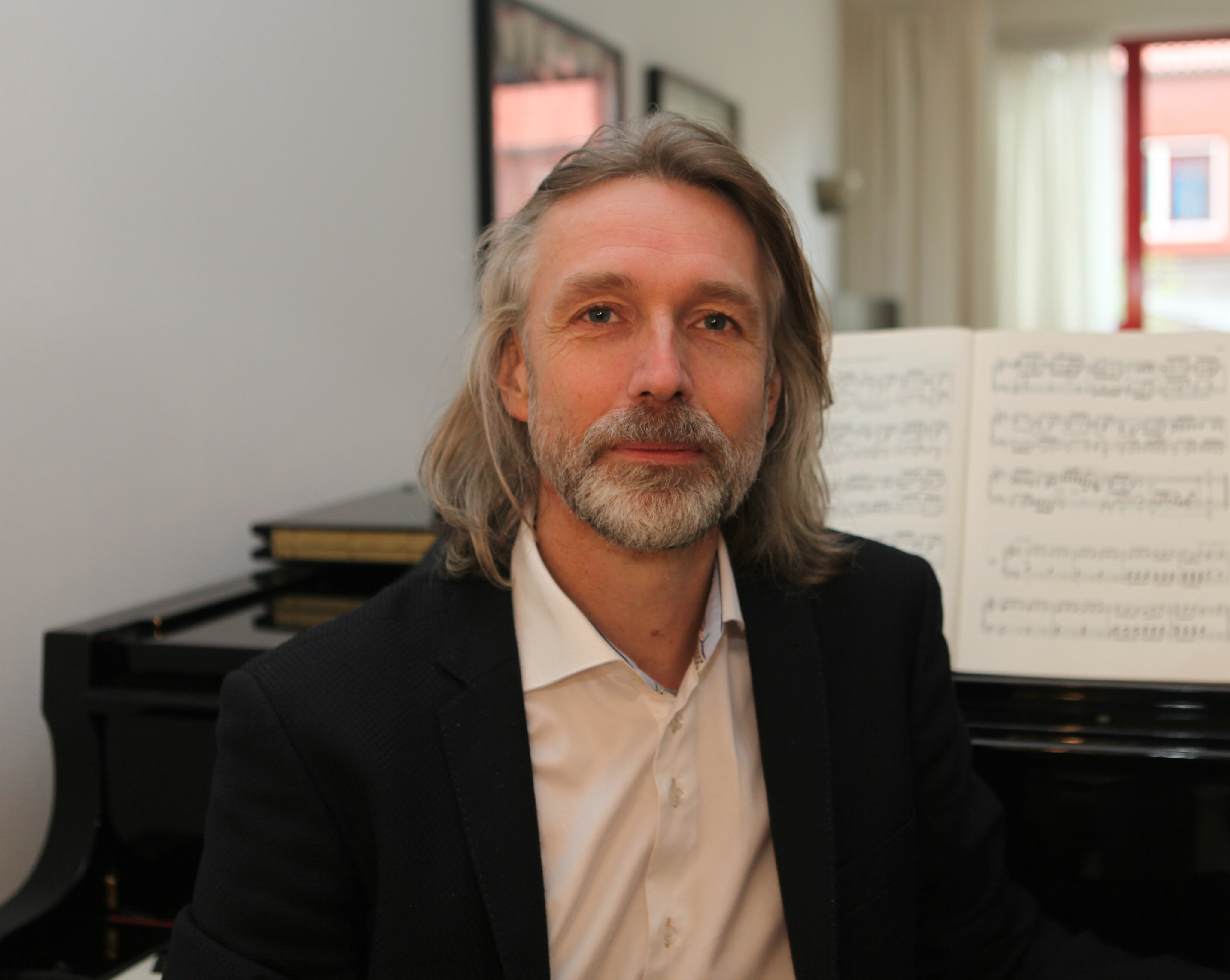 Gertjan Eldering is pianist, componist en docent.